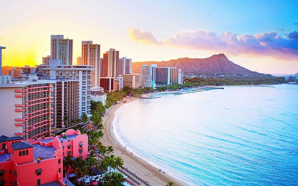7004489-waikiki-beach-hawaii